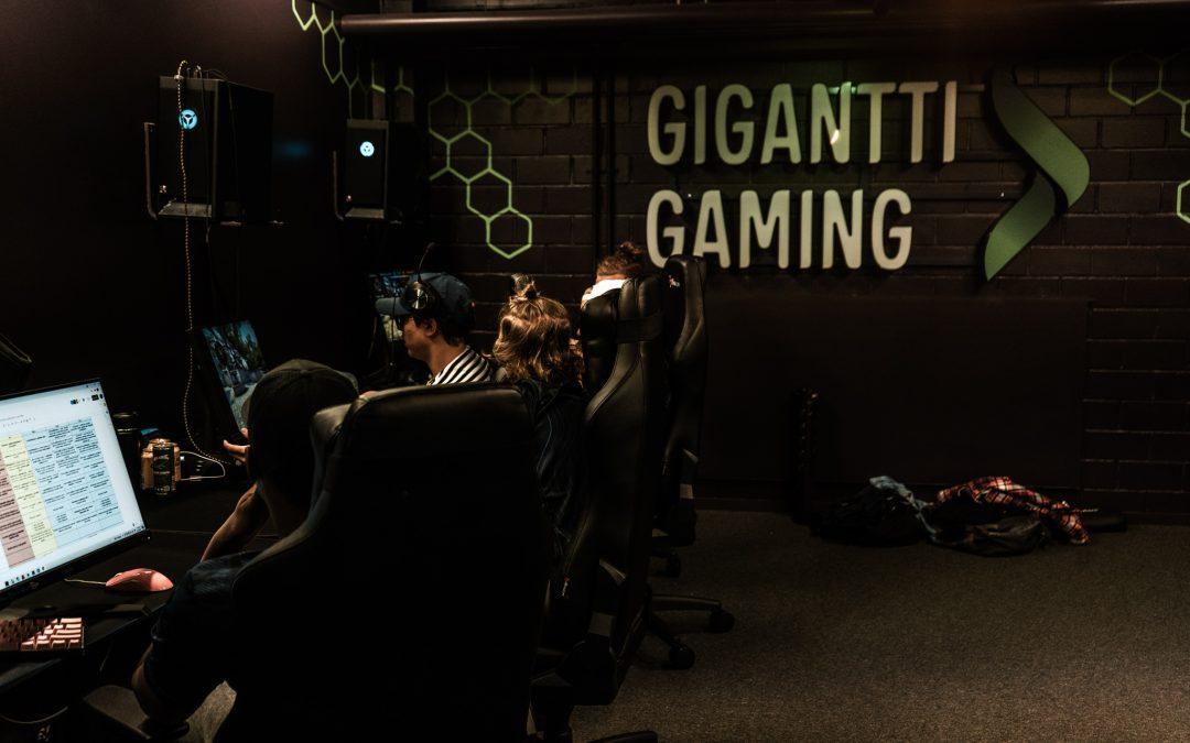 Tilaa pelata! – Gigantti Gaming Room, Pelaajat.com ja yksi CS:GO-bootcamp